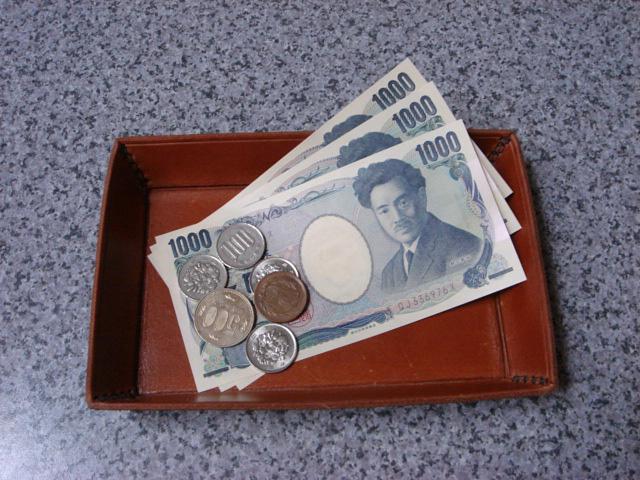 お釣りを5万円受け取ったら逮捕されたでござる