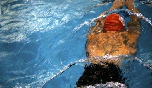 カナヅチが突然泳げるようになる、たった5つの「泳ぐコツ」